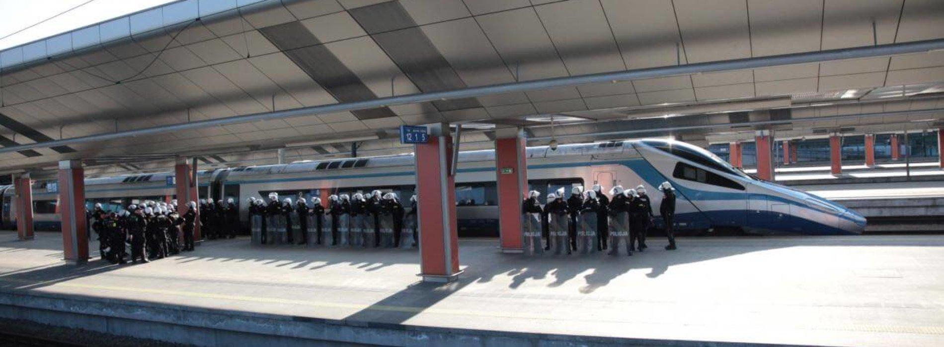 Małopolscy policjanci zabezpieczyli kolejny mecz piłkarskiej ekstraklasy i zapobiegli bójce kiboli