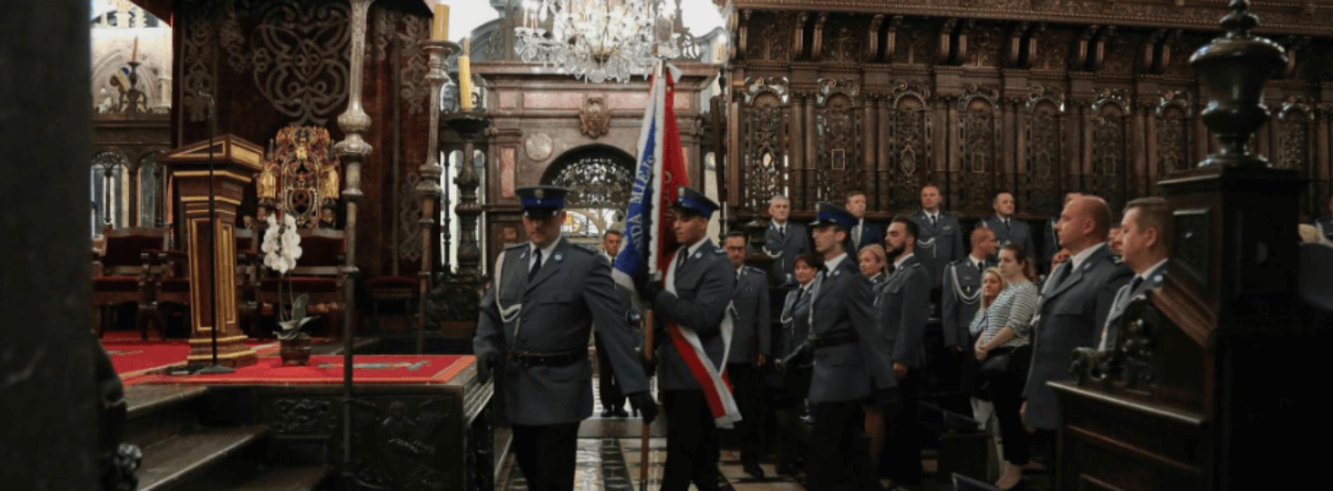 Msza święta w intencji małopolskiej Policji w Katedrze Królewskiej na Wawelu