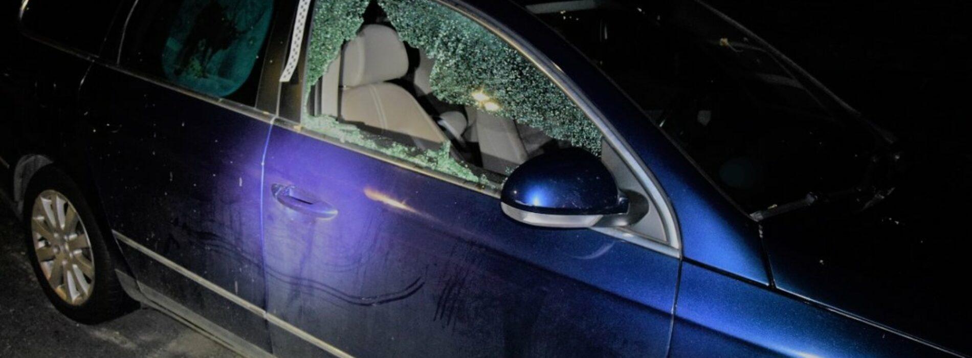 Krakowscy policjanci zatrzymali sprawców uszkodzenia kilku samochodów