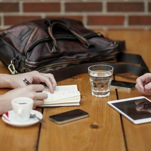Jak pokazać swoje umiejętności i doświadczenie zawodowe poprzez wpisanie w CV samozatrudnienia?