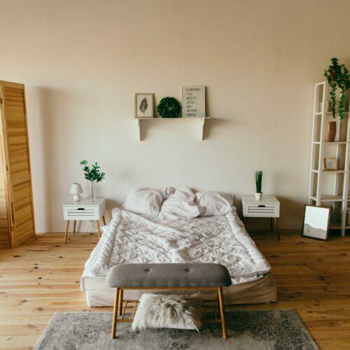 Jak urządzić przestrzeń mieszkalną z sypialnią?