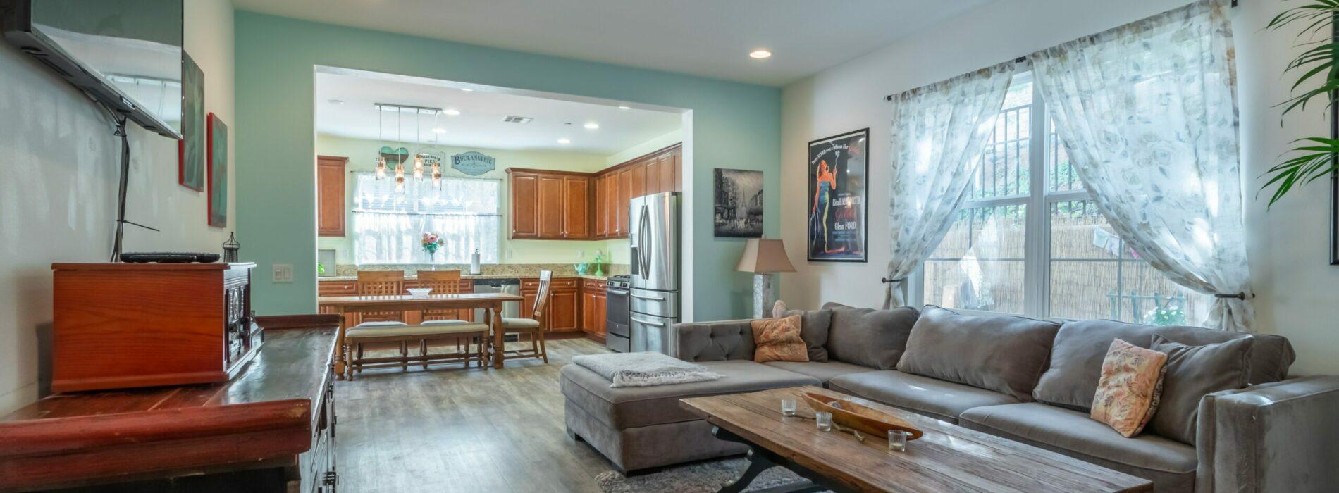 Kolory w salonie – bezpieczne, ciepłe, a może nowoczesne?